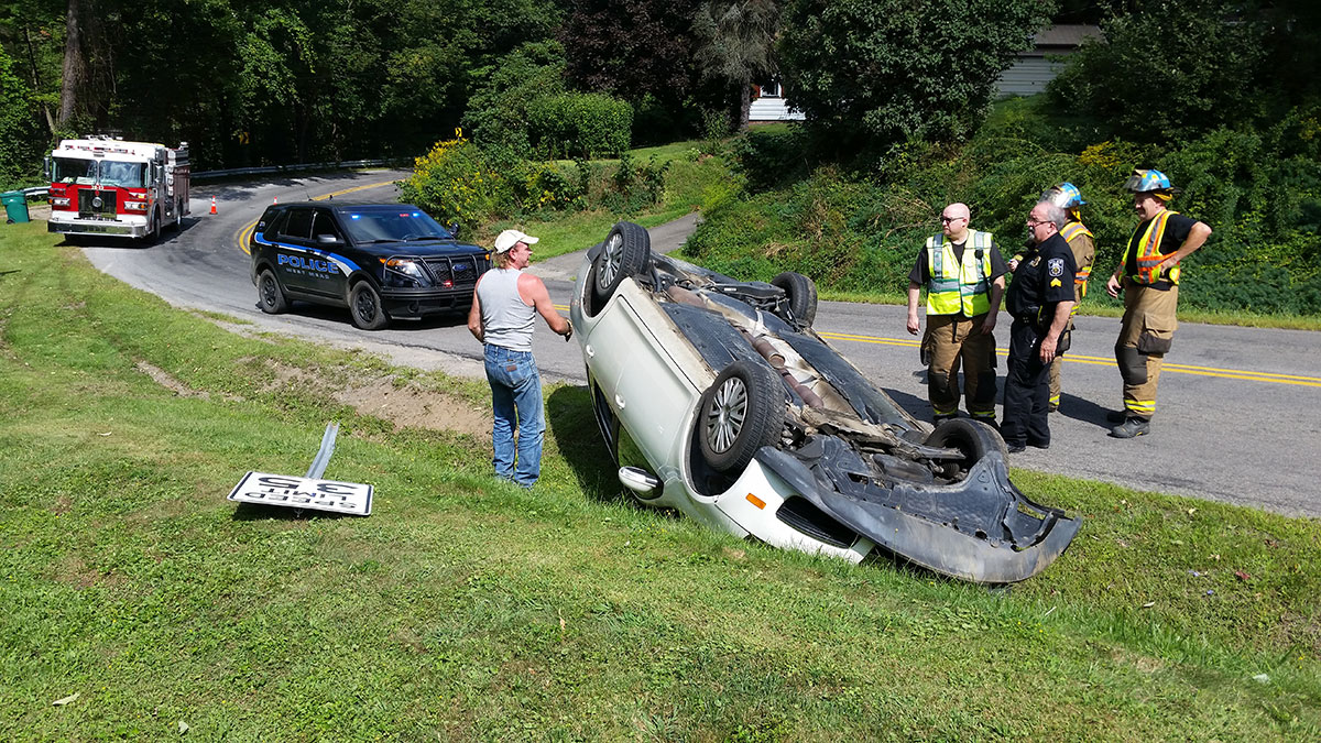 West Mead 1 firefighters, West Mead PD, and Hayden's Garage on scene of a single vehicle rollover on Pettis Road